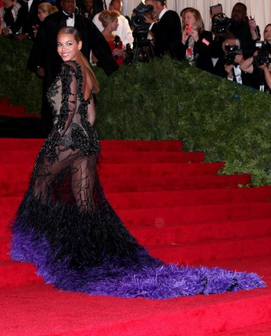 beyonce-givenchy-gown_582x721